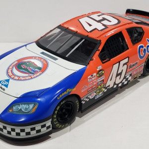 TEAM CALIBER PIT STOP SERIES KYLE PETTY #45 FLORIDA GATORS/CHECKERS DODGE CHARGER PROMO